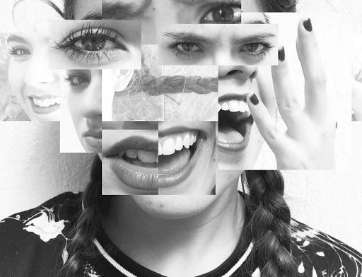 Faccia con multiple espressioni emozionali